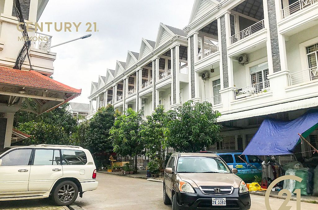 Flat E2 for Rent at Borey Varyna1!!! $450/month