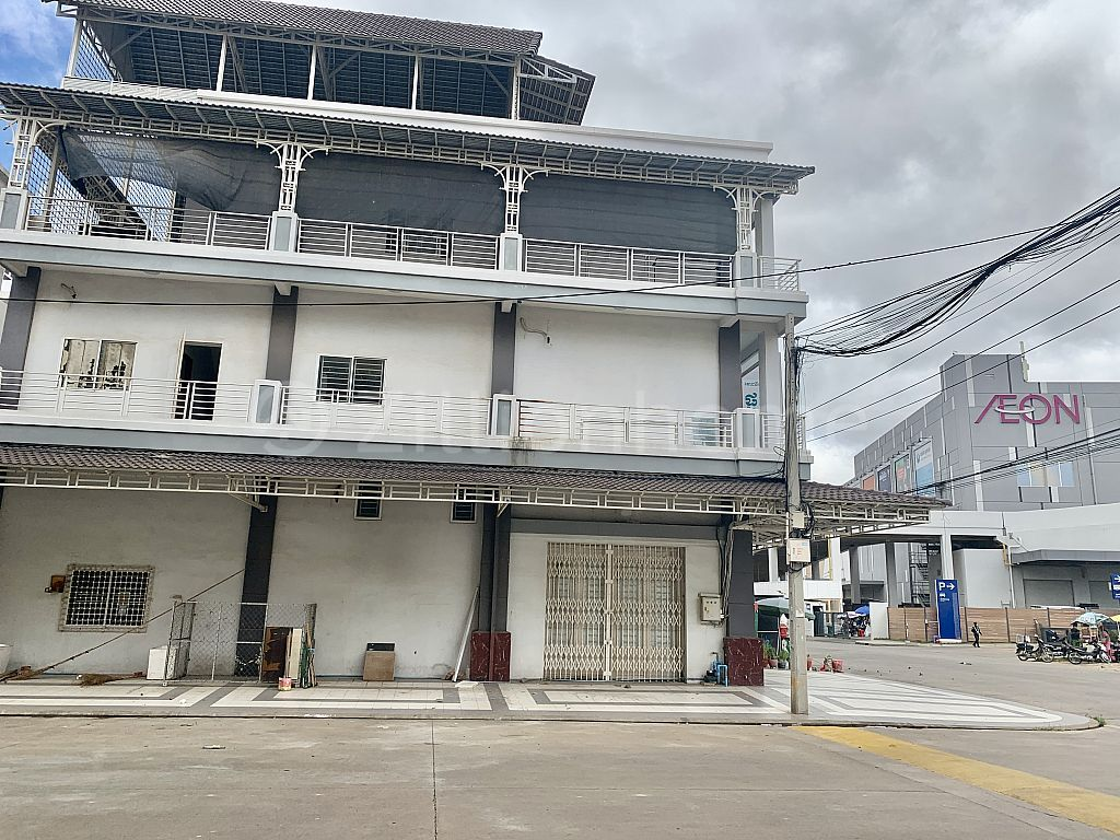 Corner house for rent at Aeon 2