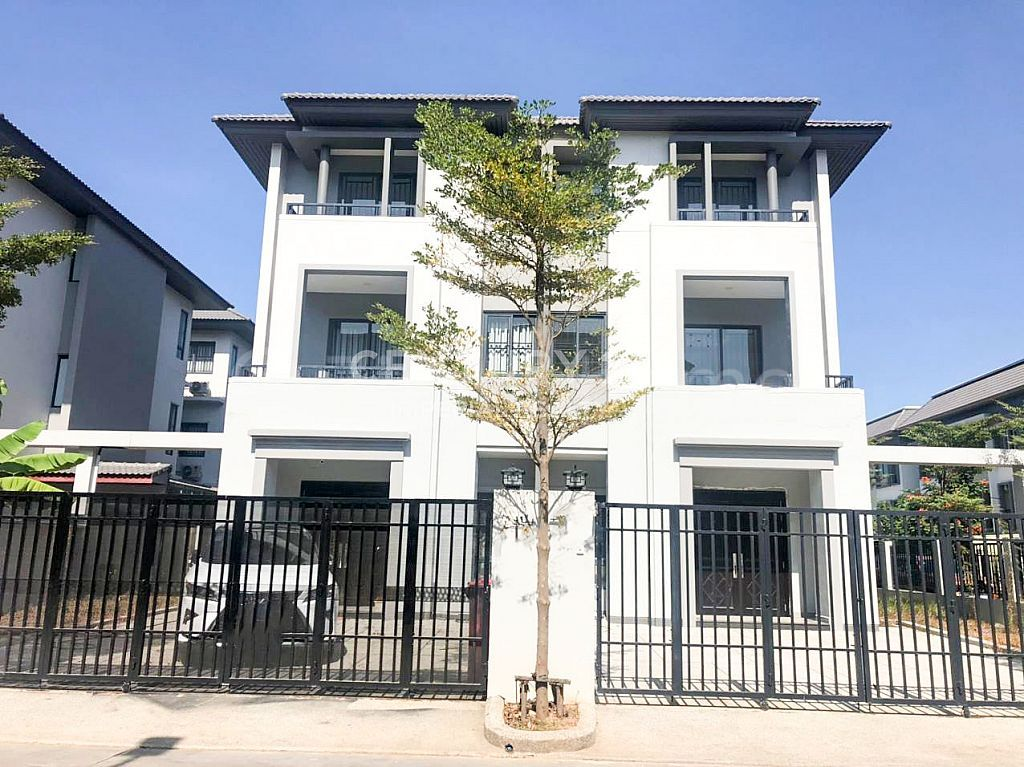 Twin Villa for Sale at Borey Chip mong Land (598) (BCM598) (L-5147)