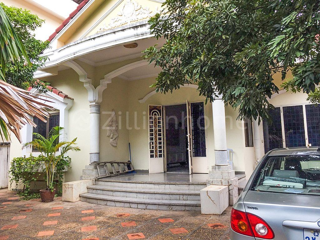 House for rent at Toul Tompong  (C-6415)