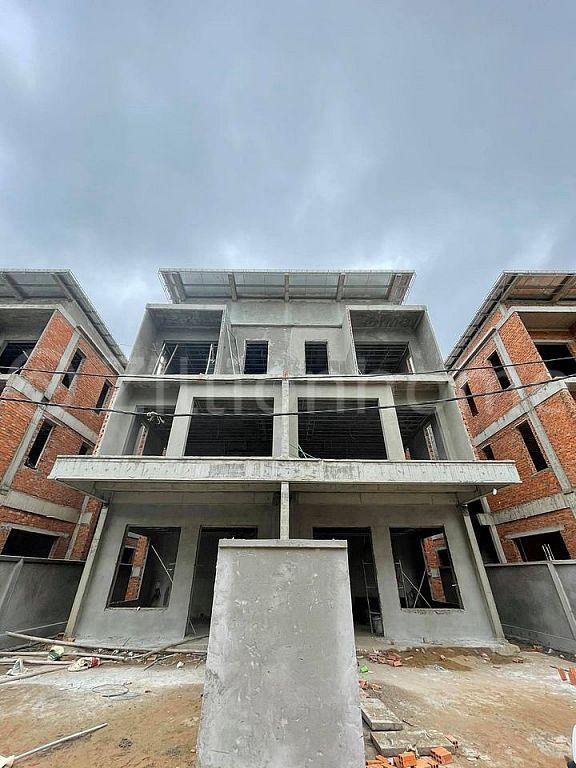 Twin villa urgent sale