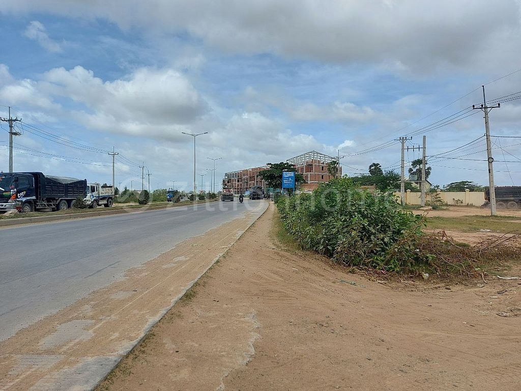 Land For Sale -at the corner between street 20m & Win Win BLVD -60M(Kobsrov Road) Kok roka, PrekPnao