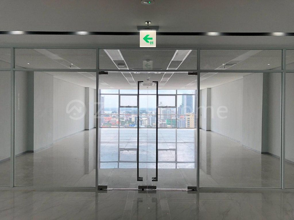 LUXURY AND MODERN OFFICE LOCATED OLYMPIA