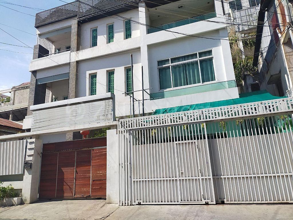 COMMERCIAL HOUSE NEAR RUSSIAN MARKET