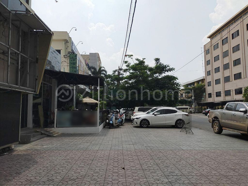 COMMERCIAL SHOP IN DAUN PENH