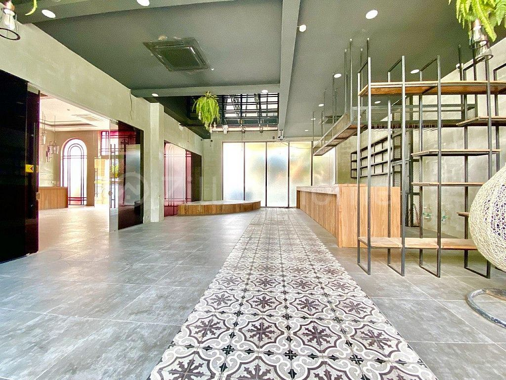 BUILDING NEAR CENTRAL MARKET, READY TO LEASE