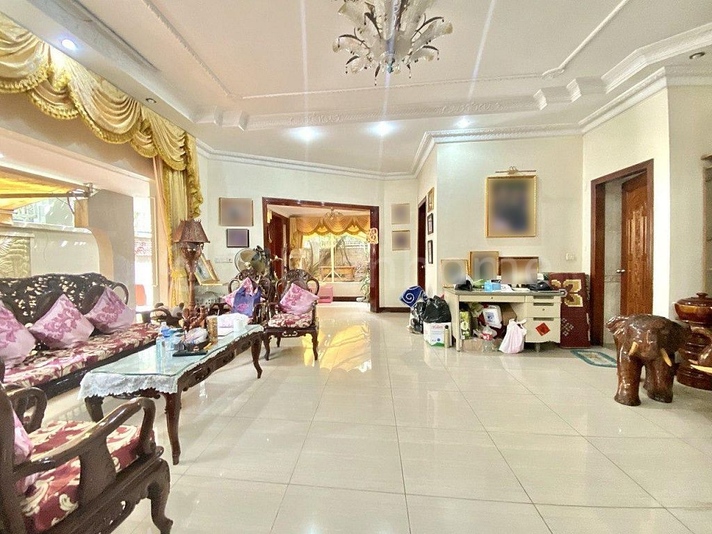 COMMERCIAL VILLA IN TONLE BASSAC AREA