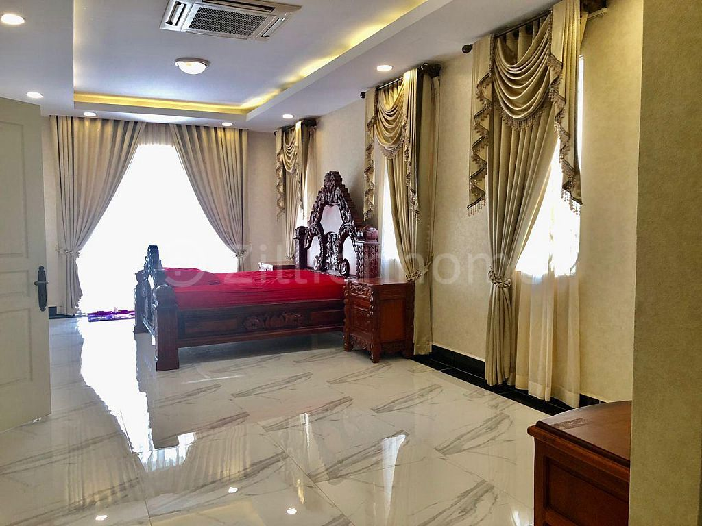 5 BEDROOMS QUEEN VILLA IN THE MEKONG ROYAL