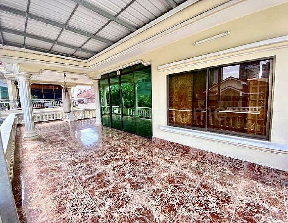 COMMERCIAL VILLA IN DAUN PENH AREA