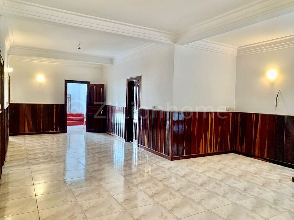 5 BEDROOMS COMMERCIAL VILLA IN DAUN PENH