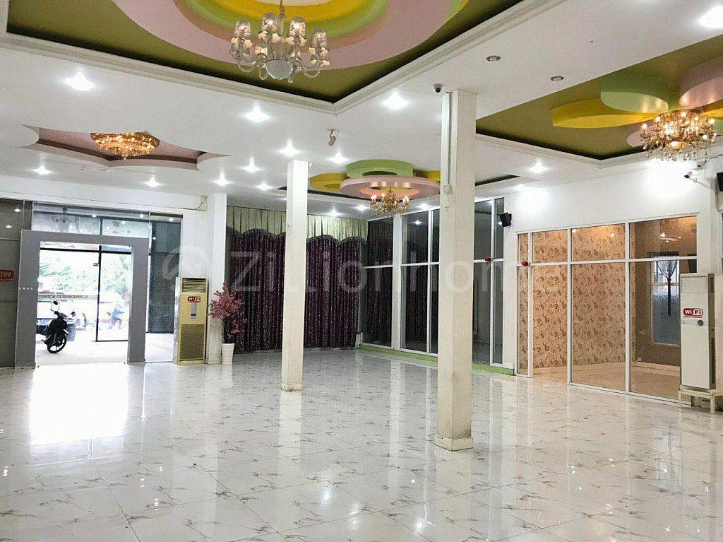 COMMERCIAL BUILDING IN TOUL SANG KE AREA