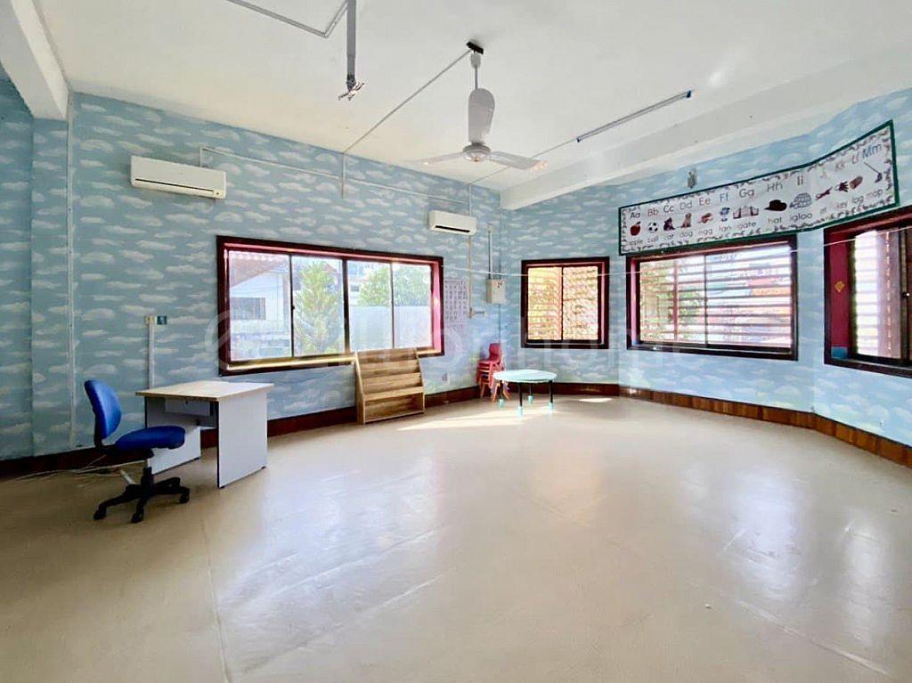 COMMERCIAL SCHOOL BUILDING IN TUMNOB TEK IN TUMNOB TUEK