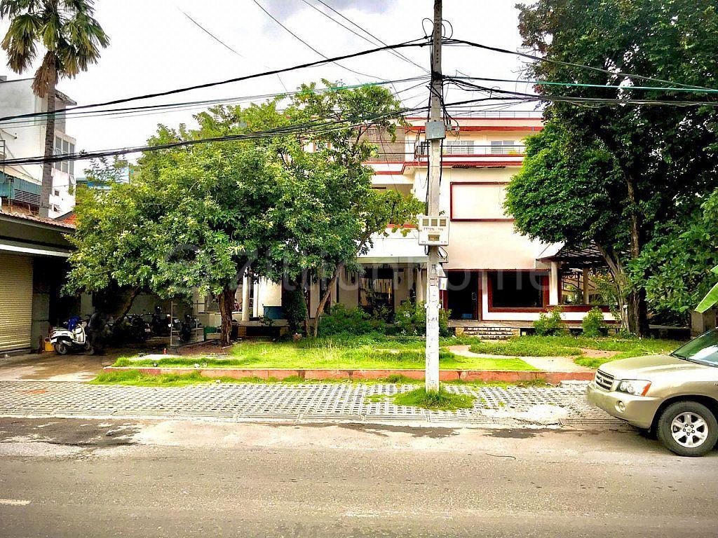 COMMERCIAL BUILDING IN DAUN PENH