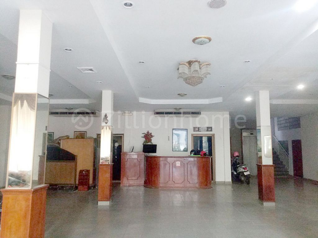 COMMERCIAL BUILDING IN PHSAR KANDAL AREA