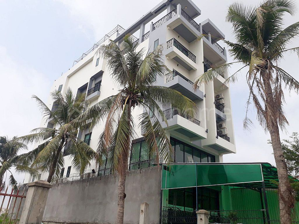 COMMERCIAL BUILDING ON NATIONAL ROAD 1