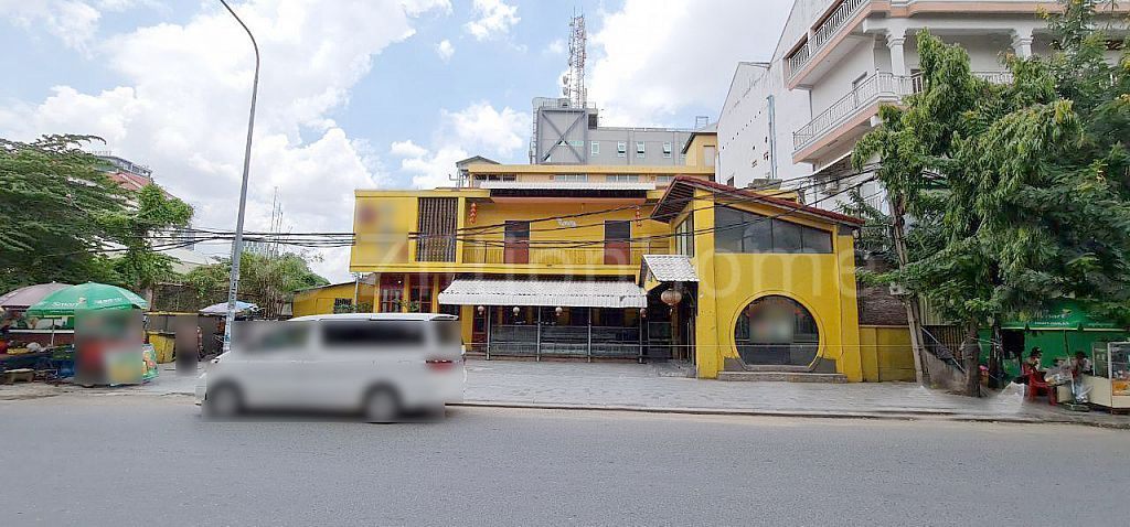 COMMERCIAL BUILDING IN TONLE BASSAC AREA