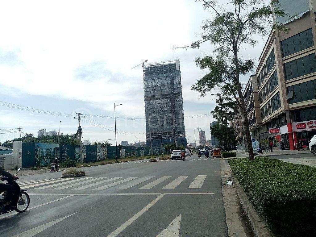 5 FLOOR COMMERCIAL BUILDING IN SRAAS CHAK AREA