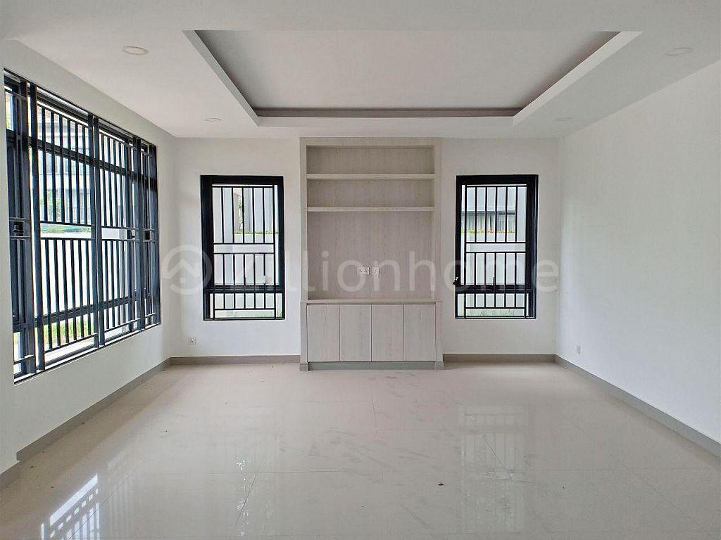 6 BEDROOMS QUEEN VILLA IN CHIP MONG PARK LAND 598