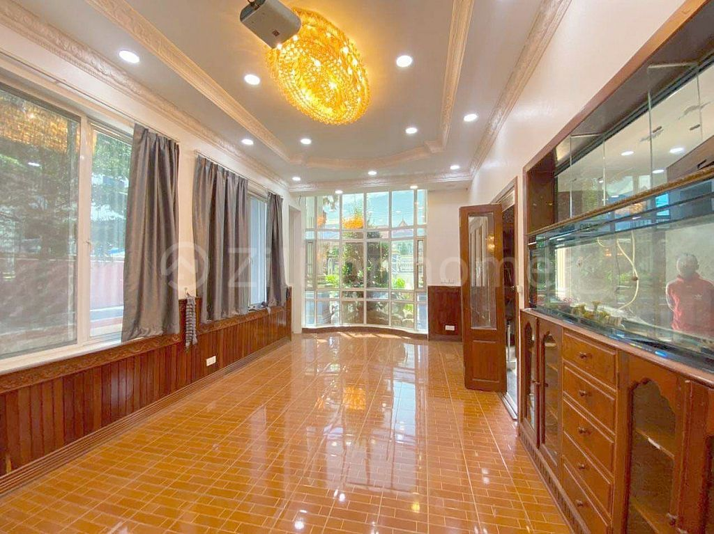8 BEDROOMS LUXURY VILLA IN POR SEN CHEY AREA