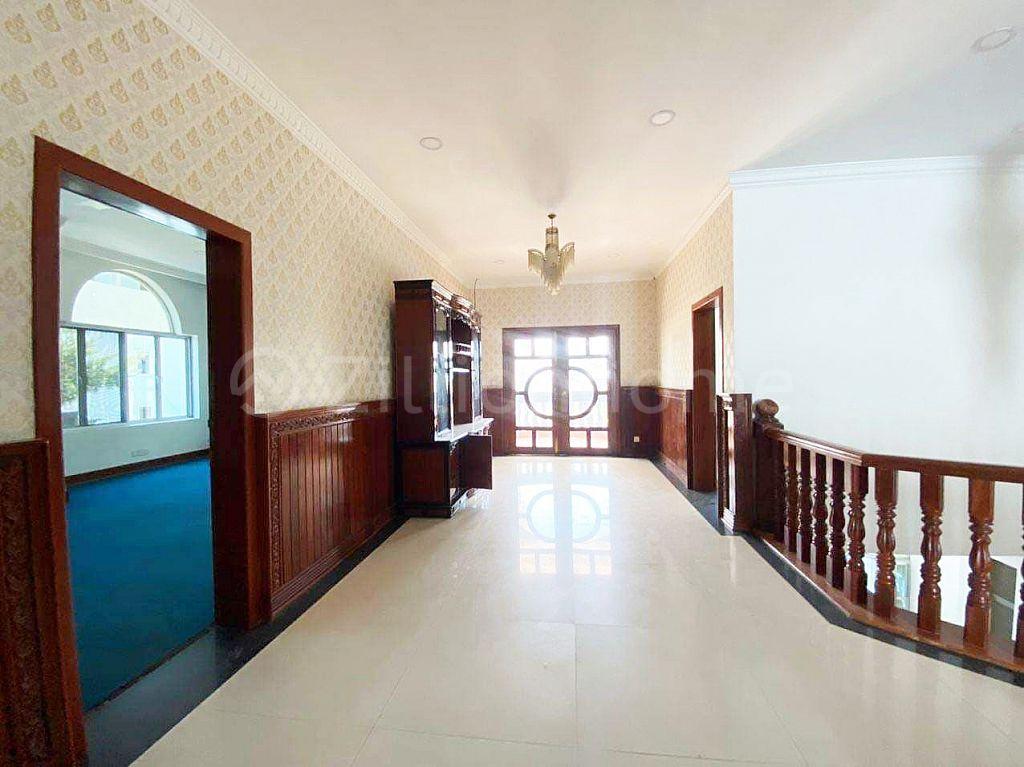 8 BEDROOMS LUXURY VILLA IN POR SEN CHEY AREA