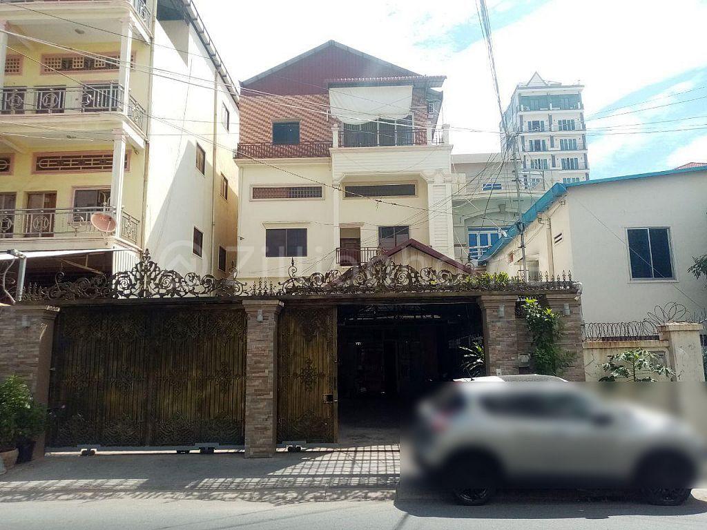 COMMERCIAL HOUSE ALONG MAO TSE TOUNG