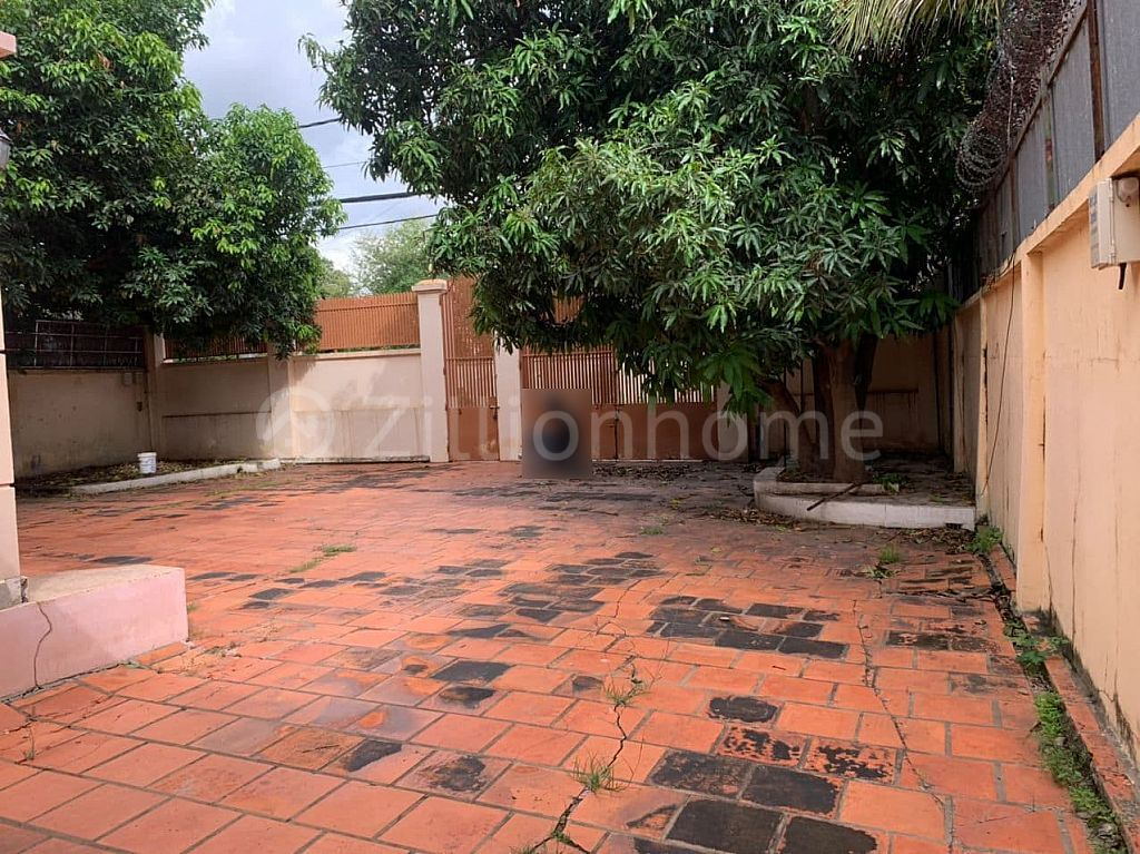 LAND WITH VILLA IN CHROY CHANGVAR