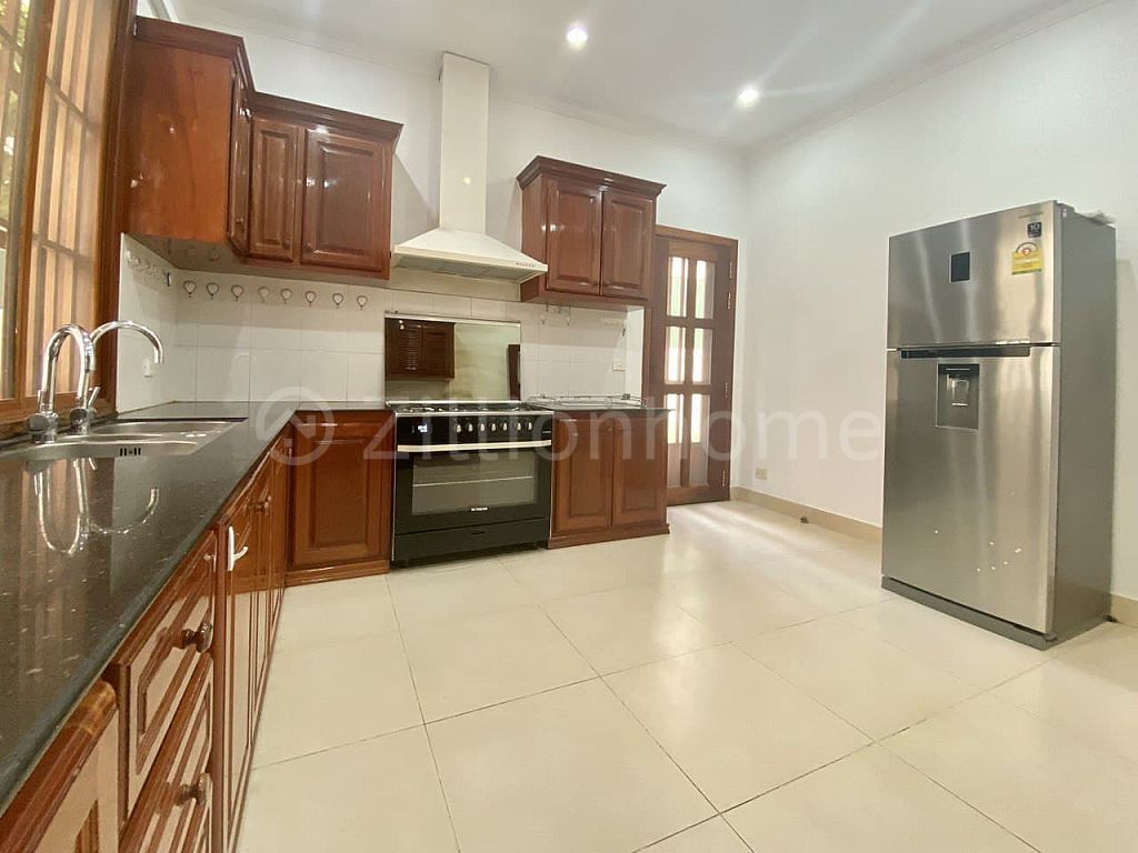 COMMERCIAL VILLA IN TOUL TOMPOUNG