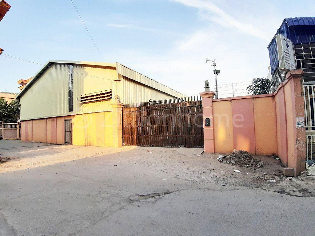 SPACIOUS WAREHOUSE IN CHAOM CHAO AREA