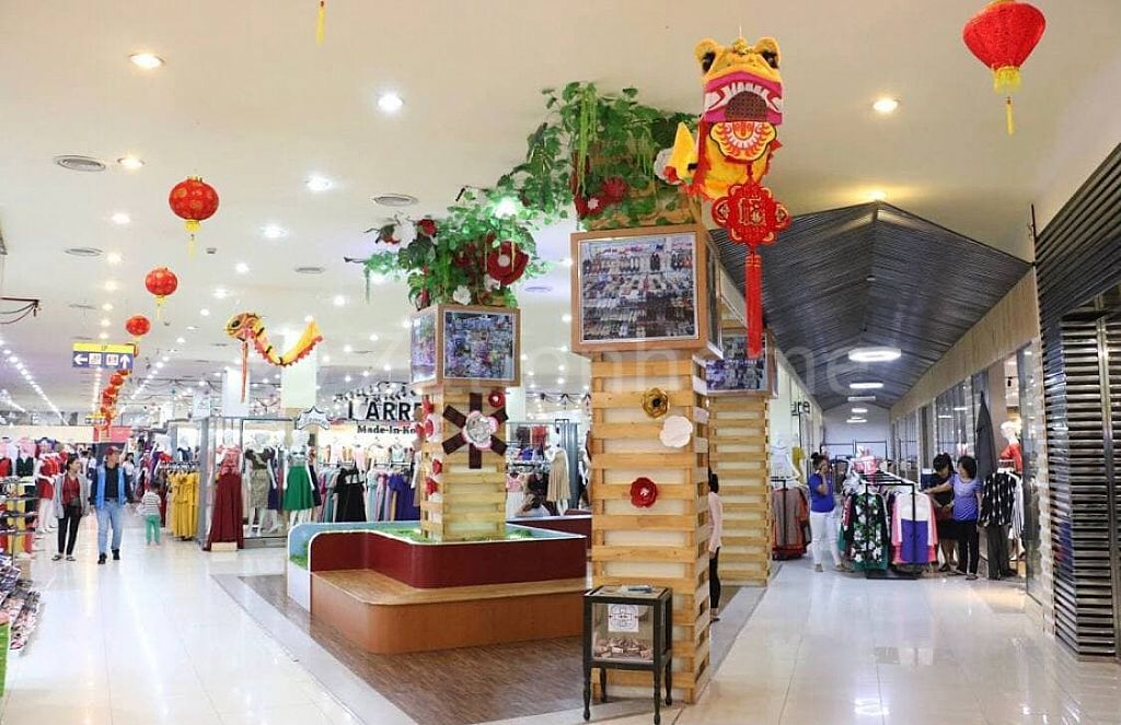 CHEAP SPACIOUS RETAIL SHOP JUST RECENTLY DECORATED AVAILABLE NOW !!!