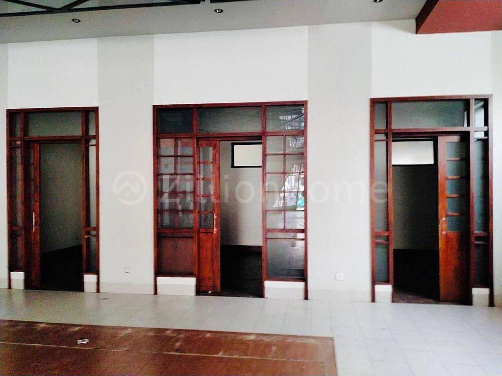 COMMERCIAL CORNER SHOPHOUSE IN BKK 1