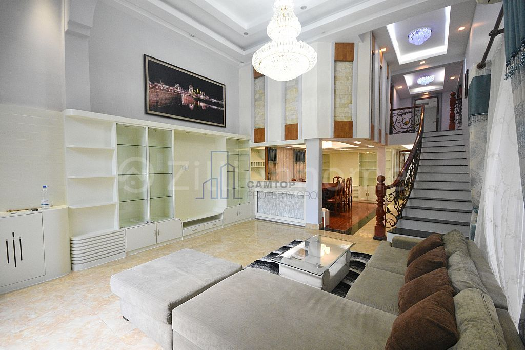 Western Townhouse in Toul Tom Poung area Is Available Now !!